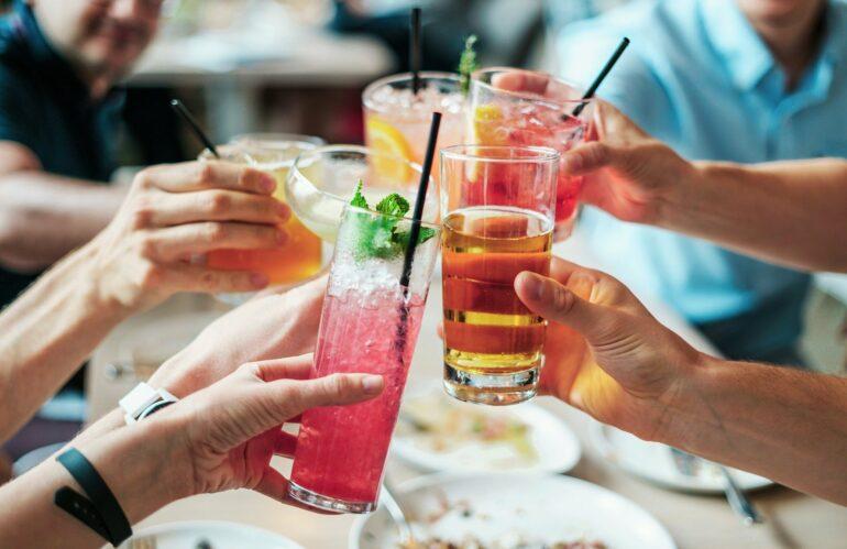 ¿Puede un vecino realizar fiestas o reuniones privadas en zonas comunes?